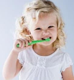 a que edad salen los dientes